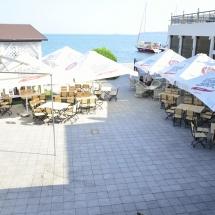 Веранда ресторана Галеон отличный отдых на набережной в Керчи