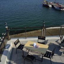 Летняя площадка в ресторане Галеон отдых на набережной в Керчи
